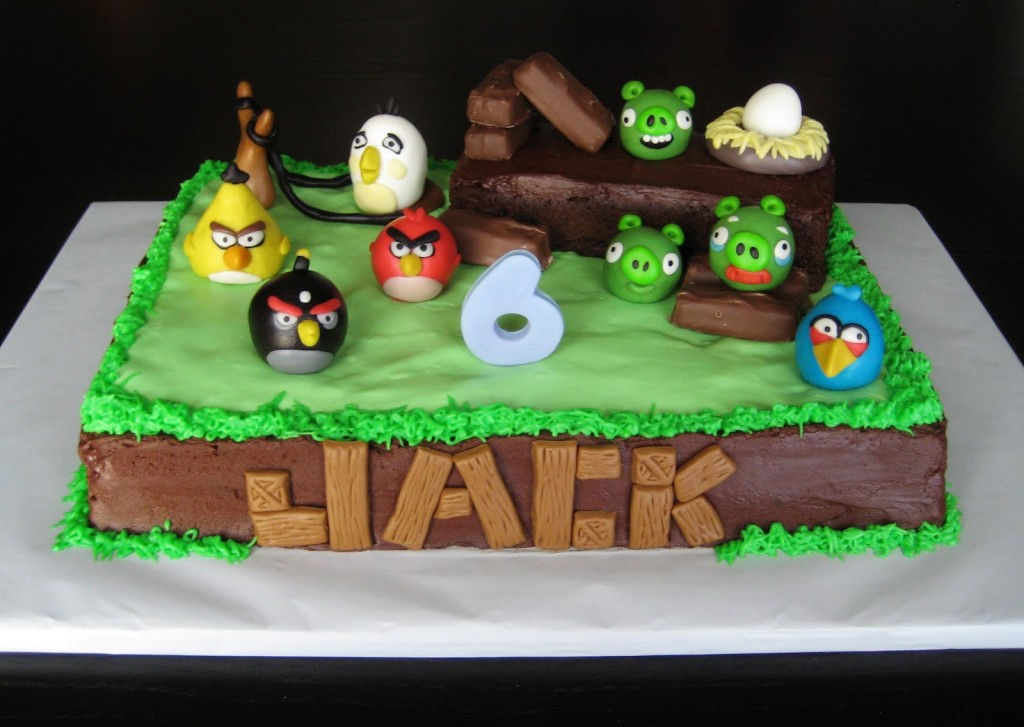 Angry birds cakes decoration ideas little birthday cakes for Angry bird party decoration ideas