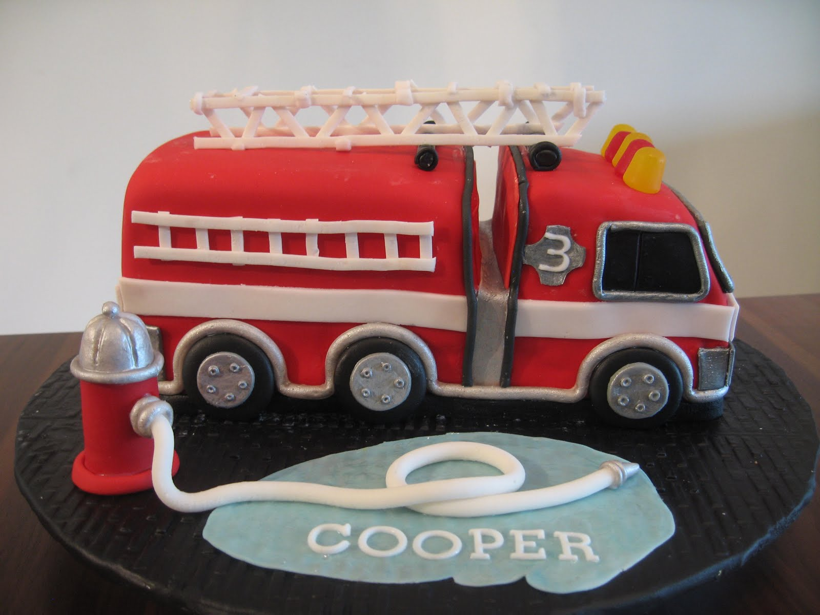 Fire Truck Cake Design : Fire Truck Cakes   Decoration Ideas Little Birthday Cakes