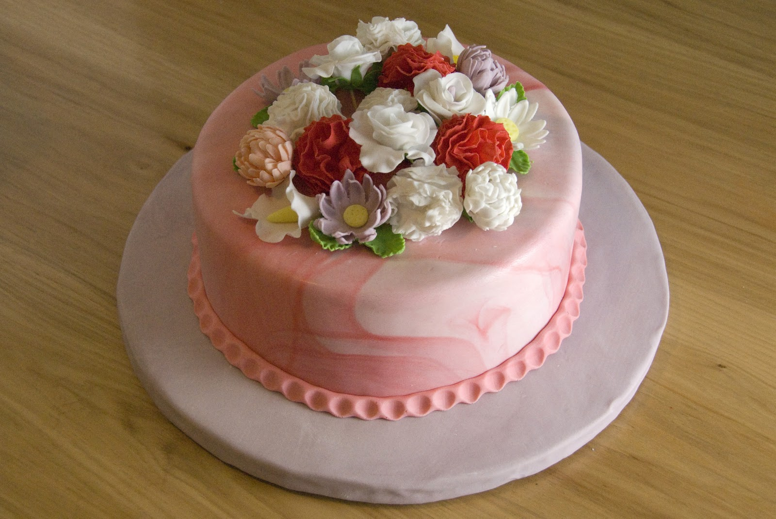 Pictures Of Decorated Cakes With Flowers