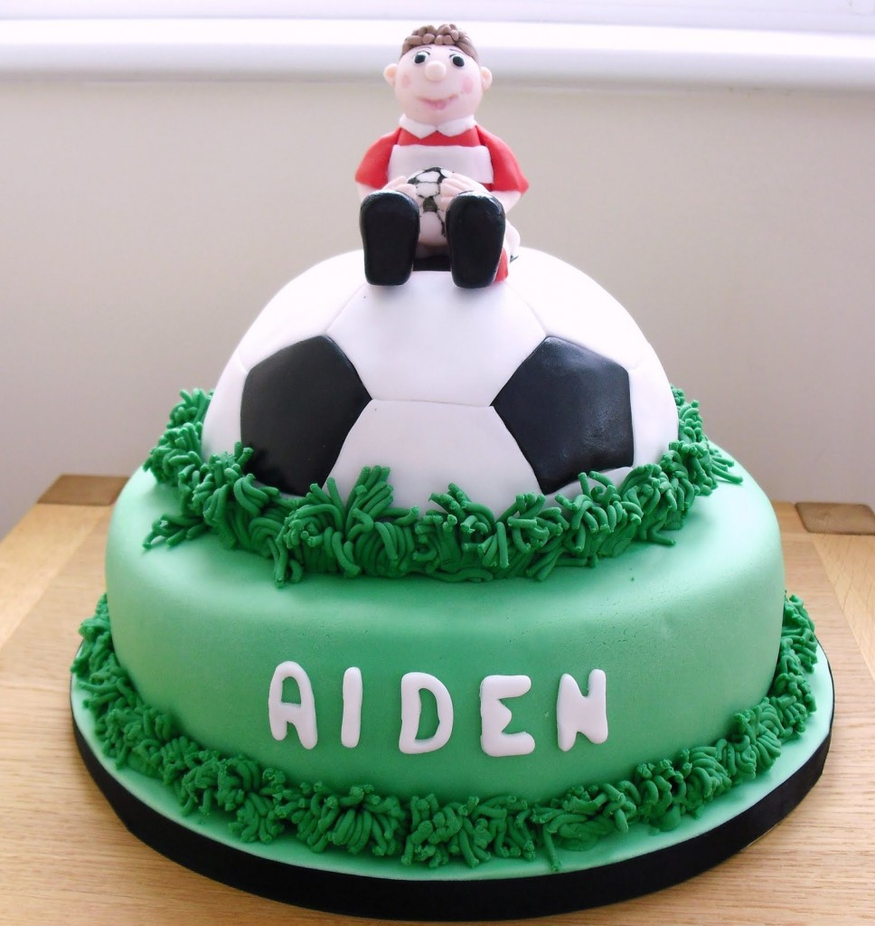 football cakes decoration ideas little birthday cakes. Black Bedroom Furniture Sets. Home Design Ideas