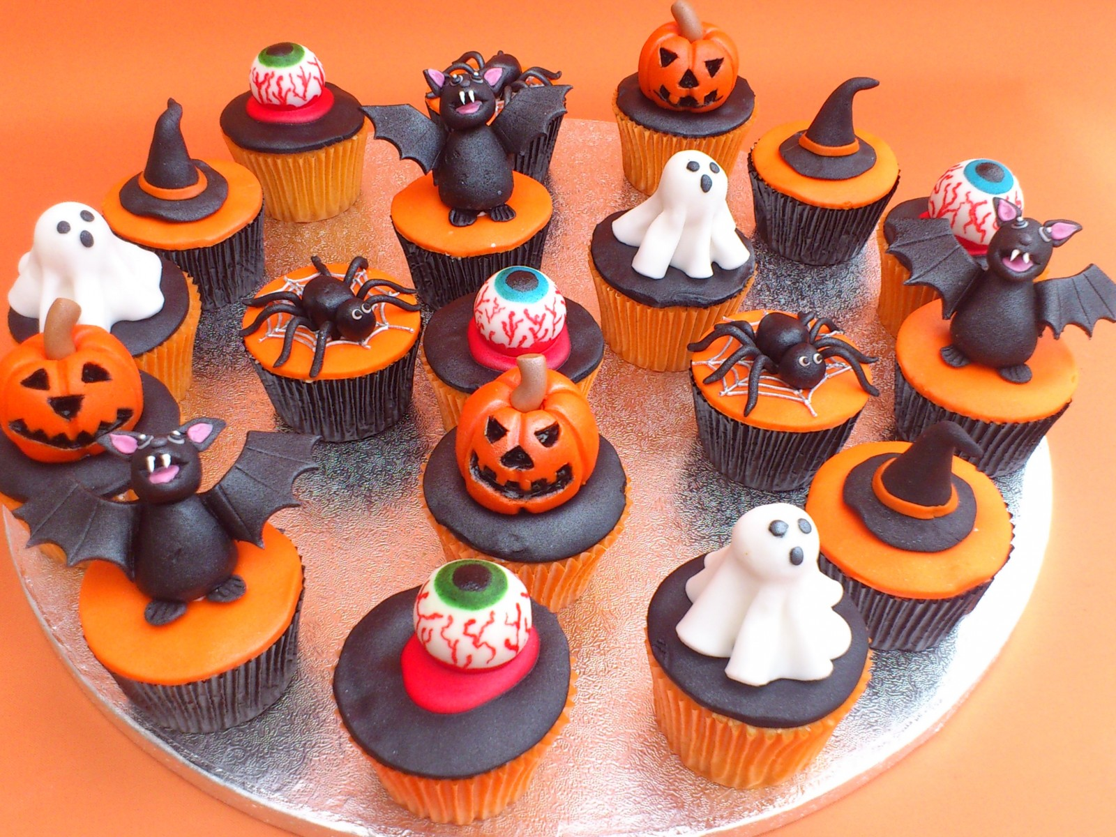 Halloween cakes decoration ideas little birthday cakes Halloween cupcakes