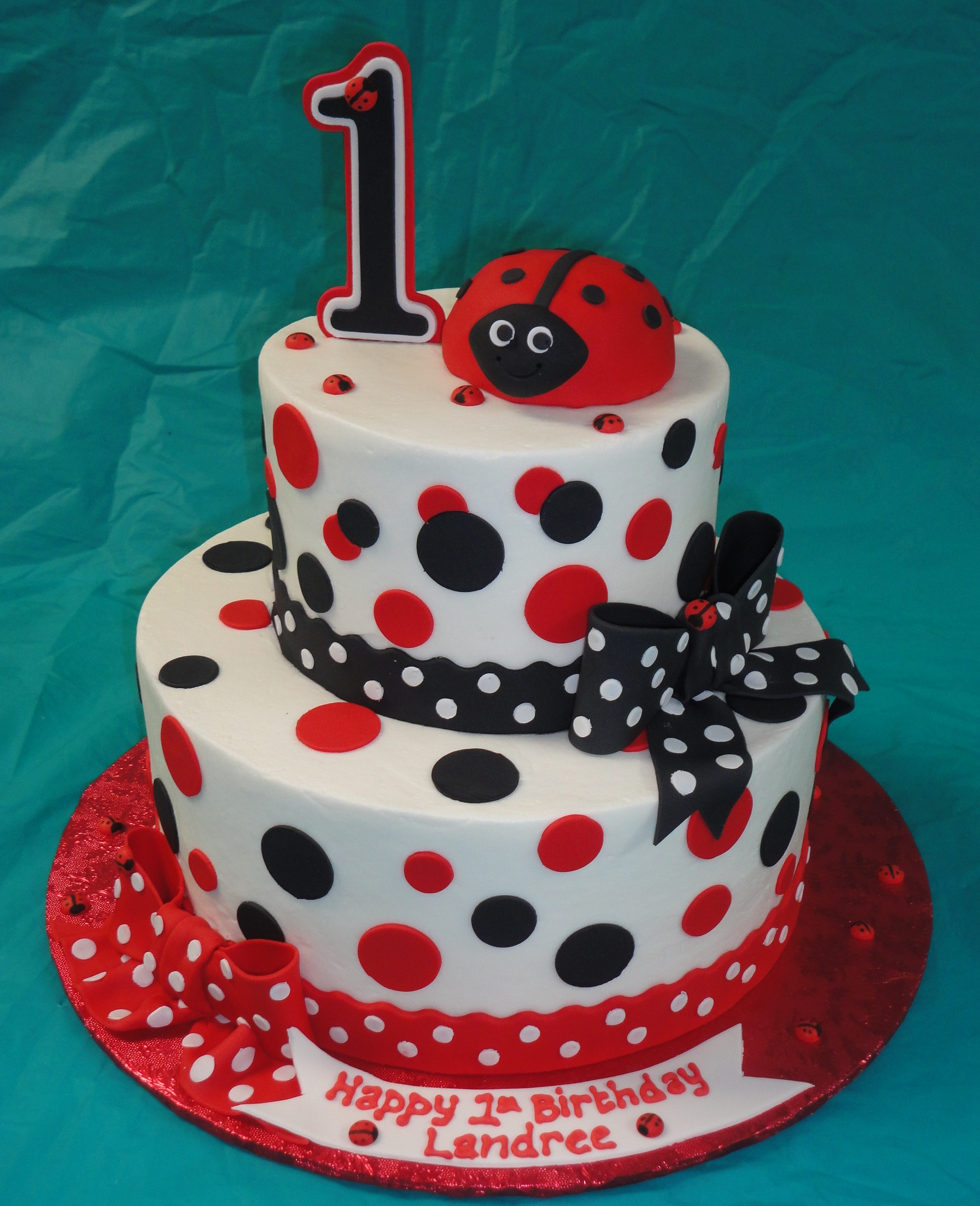 Ladybug cakes decoration ideas little birthday cakes for Baby shower cake decoration ideas