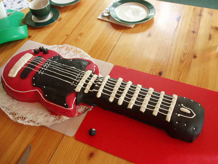 Photos of Guitar Cake