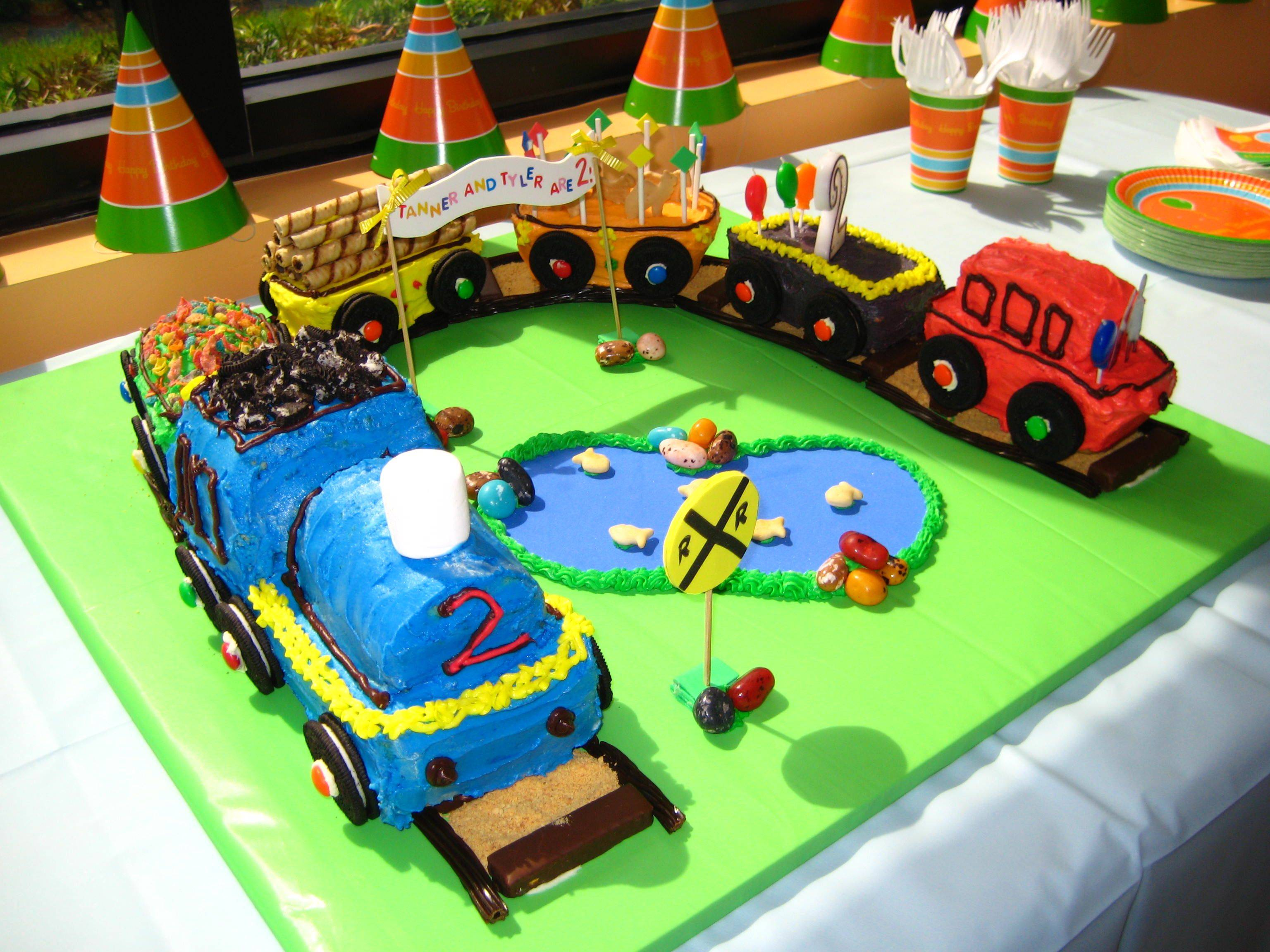 Images Of Train Birthday Cakes : Train Cakes   Decoration Ideas Little Birthday Cakes