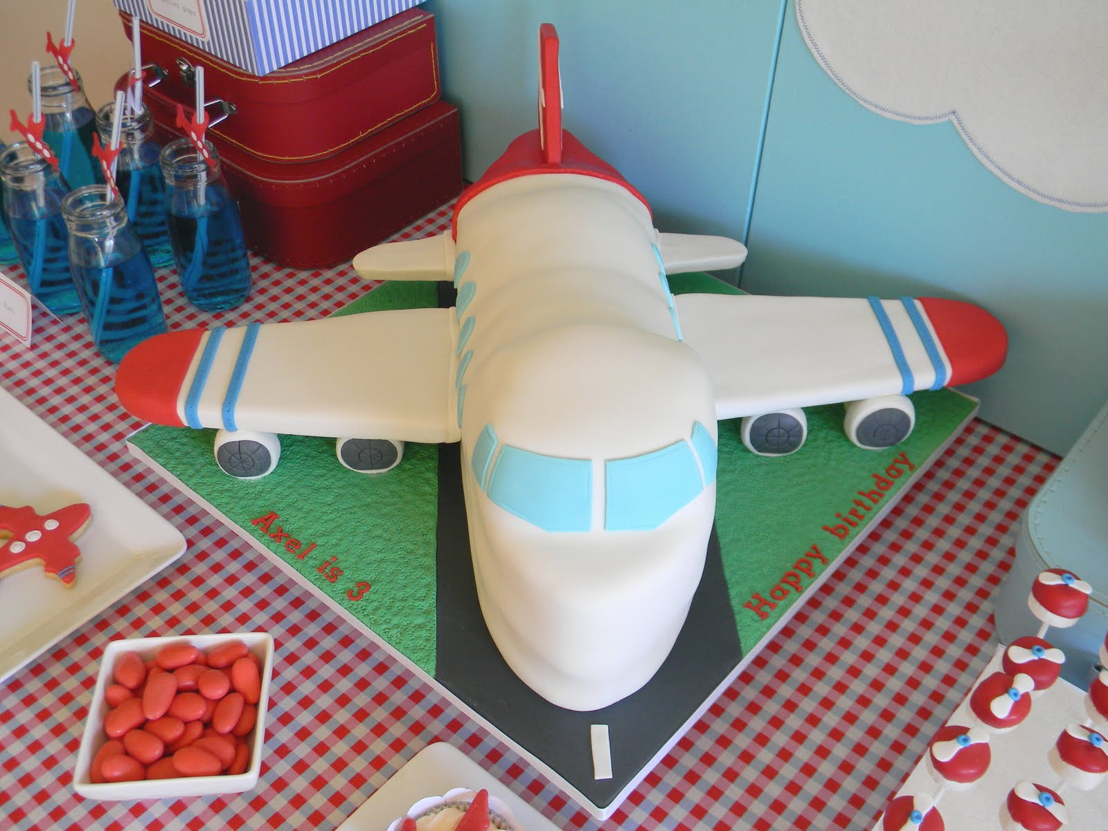 Airplane cakes decoration ideas little birthday cakes for Airplane decoration ideas
