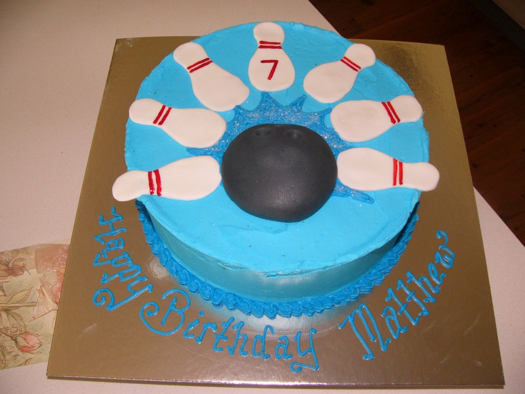 Permalink to Bowling Birthday Cake