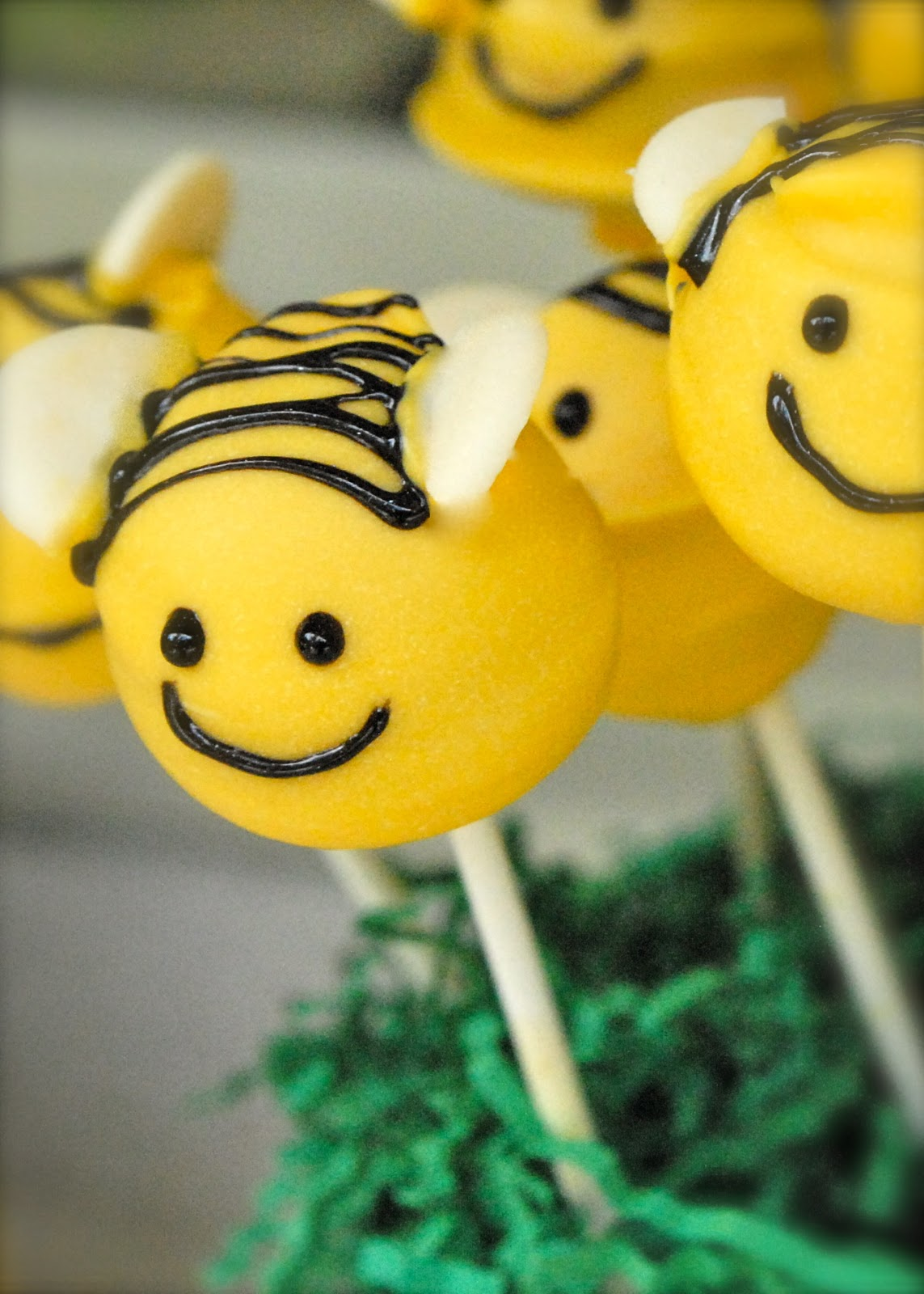 How To Make A Bumble Bee Cake Topper