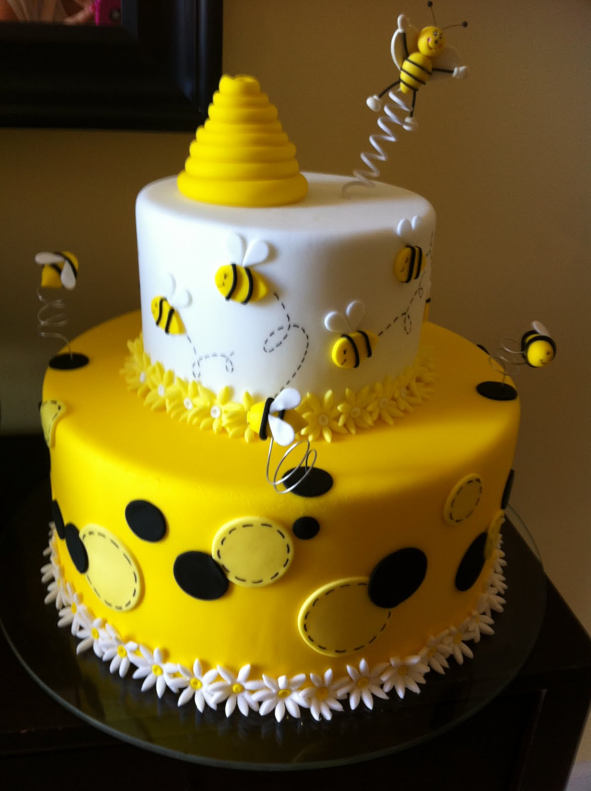 Bumble Bee Birthday Cake Designs