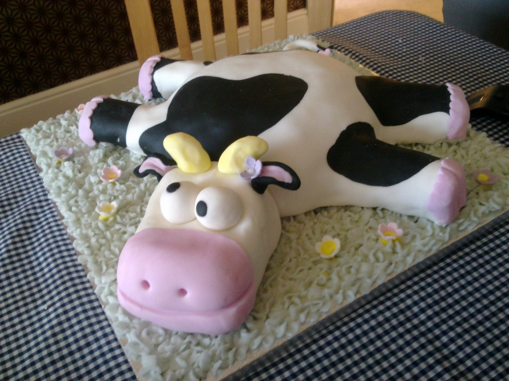 Cow Cakes Decoration Ideas Little Birthday Cakes
