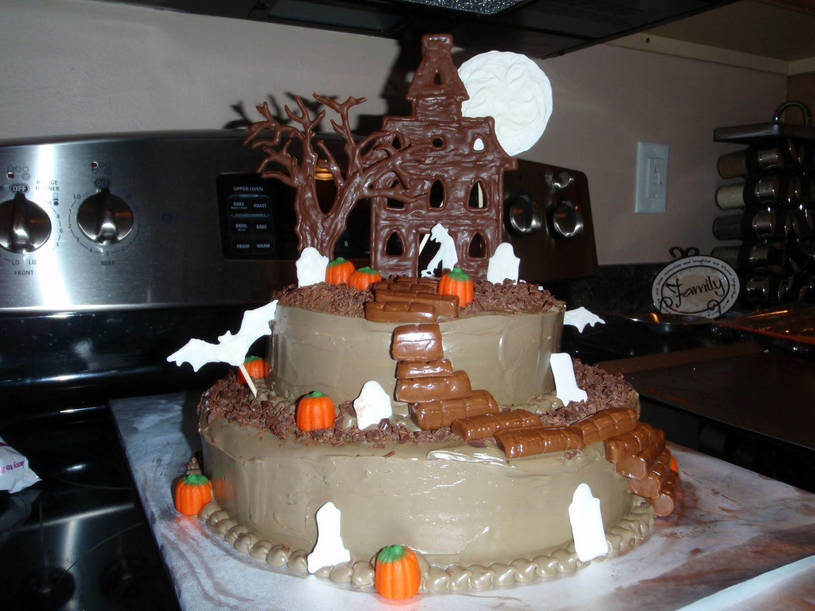 Cake With House Design : Haunted House Cakes   Decoration Ideas Little Birthday Cakes