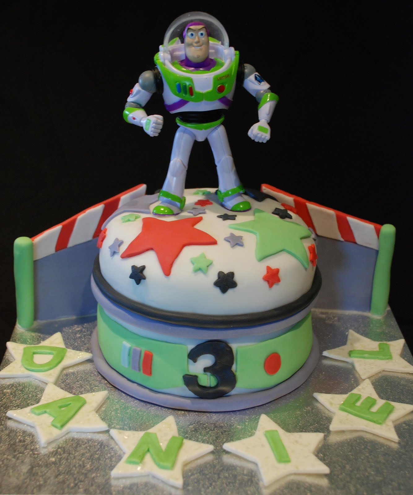 How To Make A Buzz Lightyear Cake