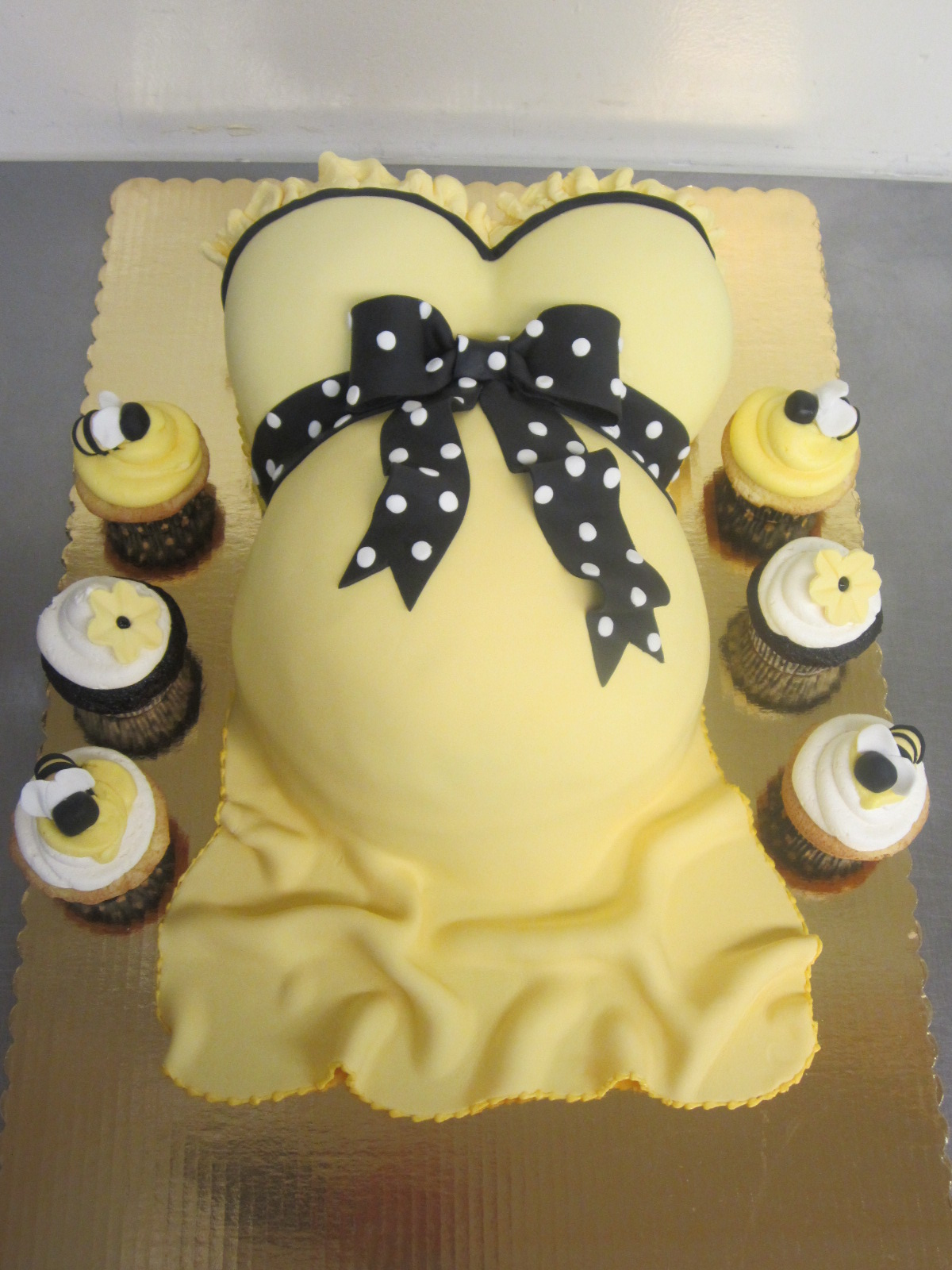 pregnant belly baby shower cakes