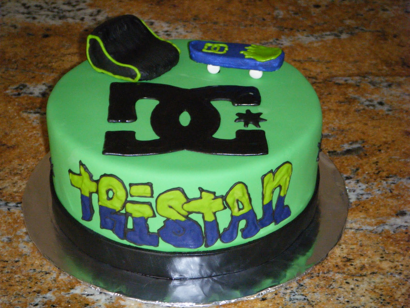 birthday cakes skateboard