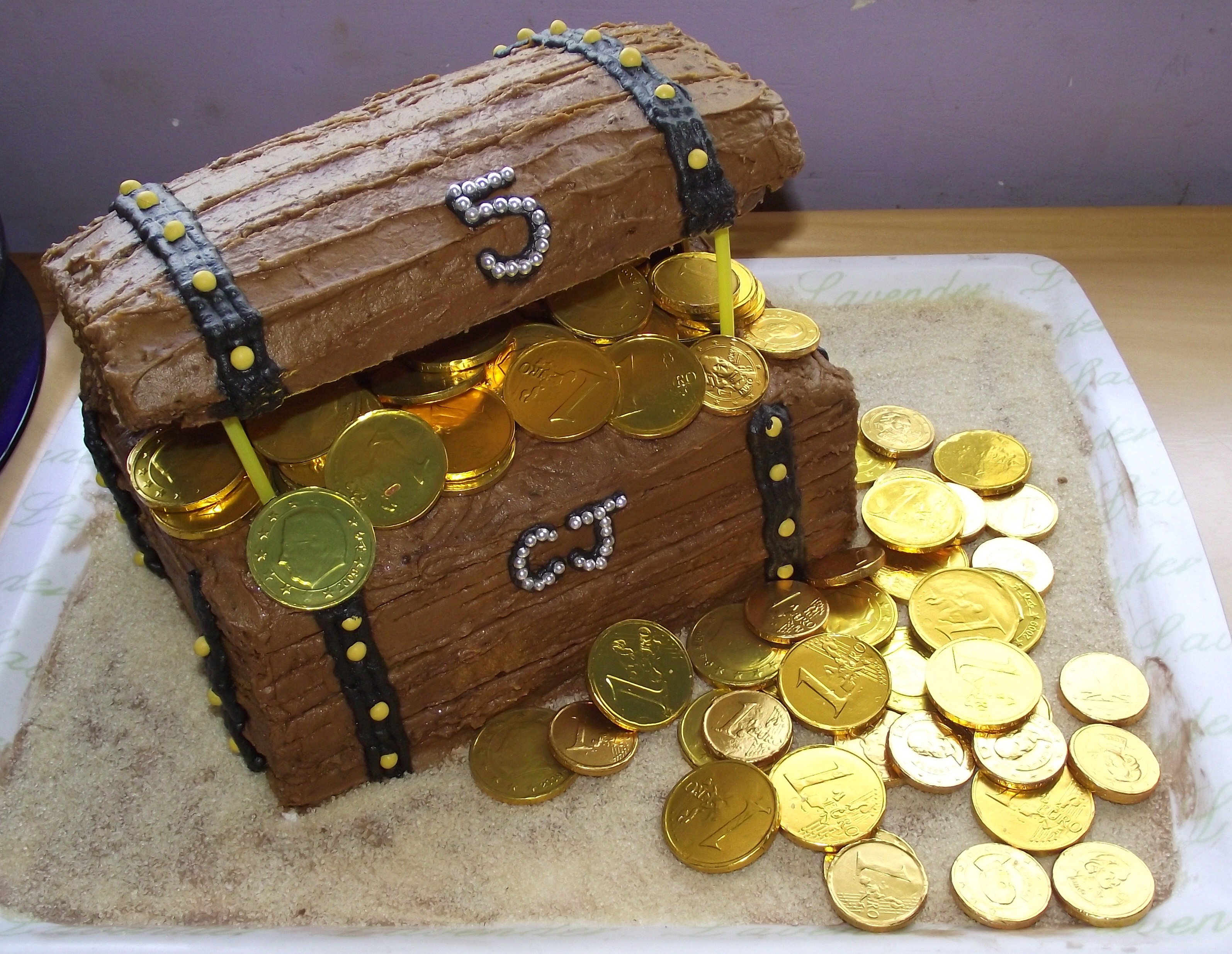 How To Make A Treasure Chest Birthday Cake