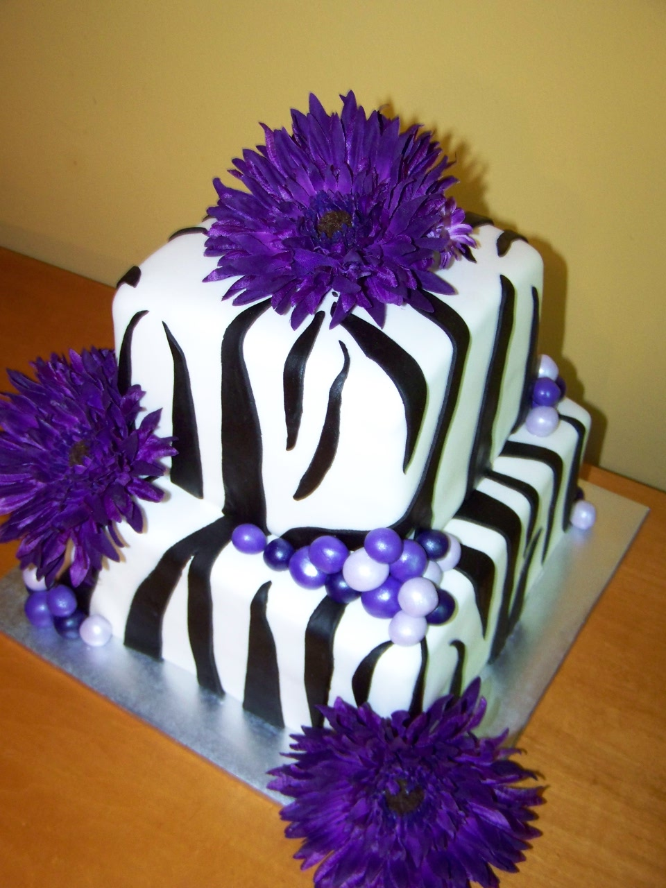 Zebra cakes decoration ideas little birthday cakes for Animal print decoration party