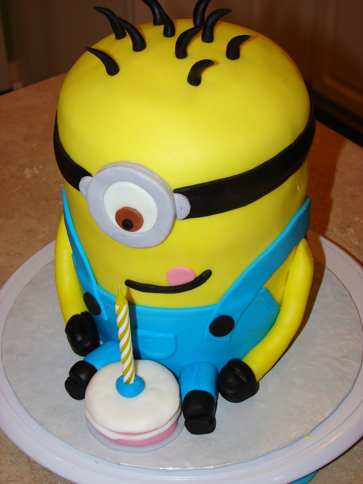 Images For Minions Birthday Cake : Minion Cakes   Decoration Ideas Little Birthday Cakes