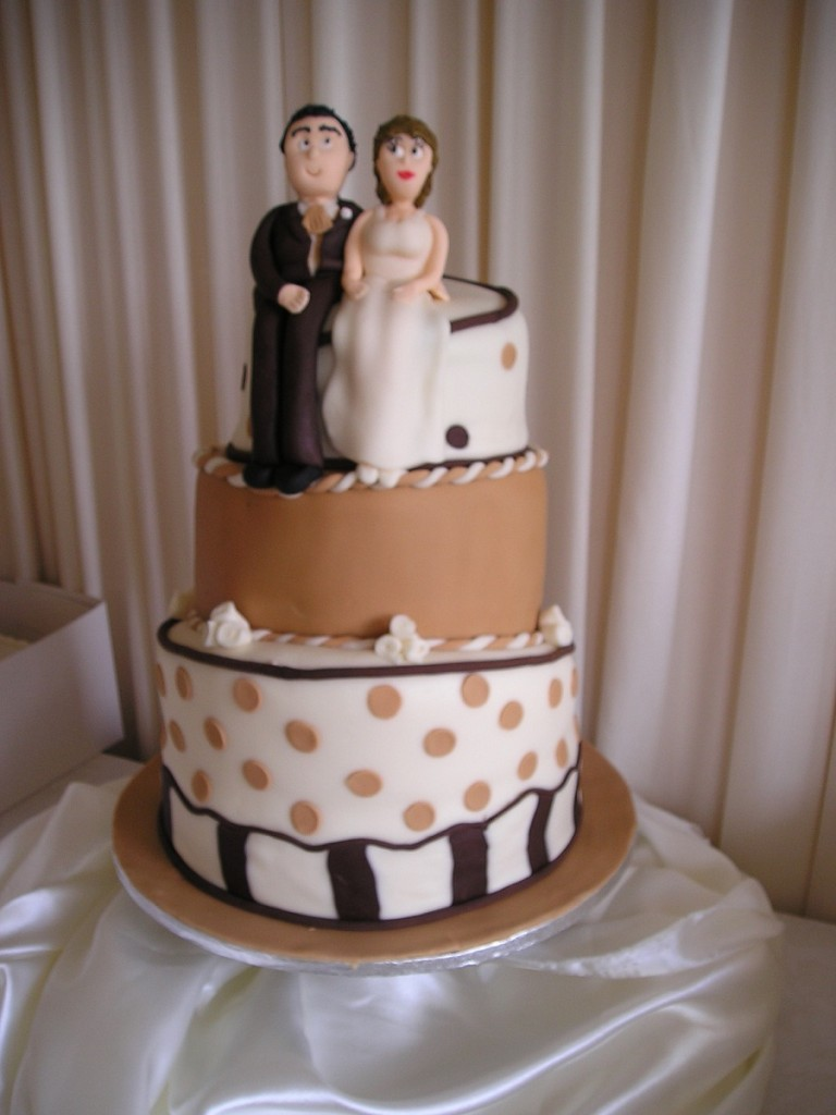 Topsy Turvy Wedding Cake Pictures