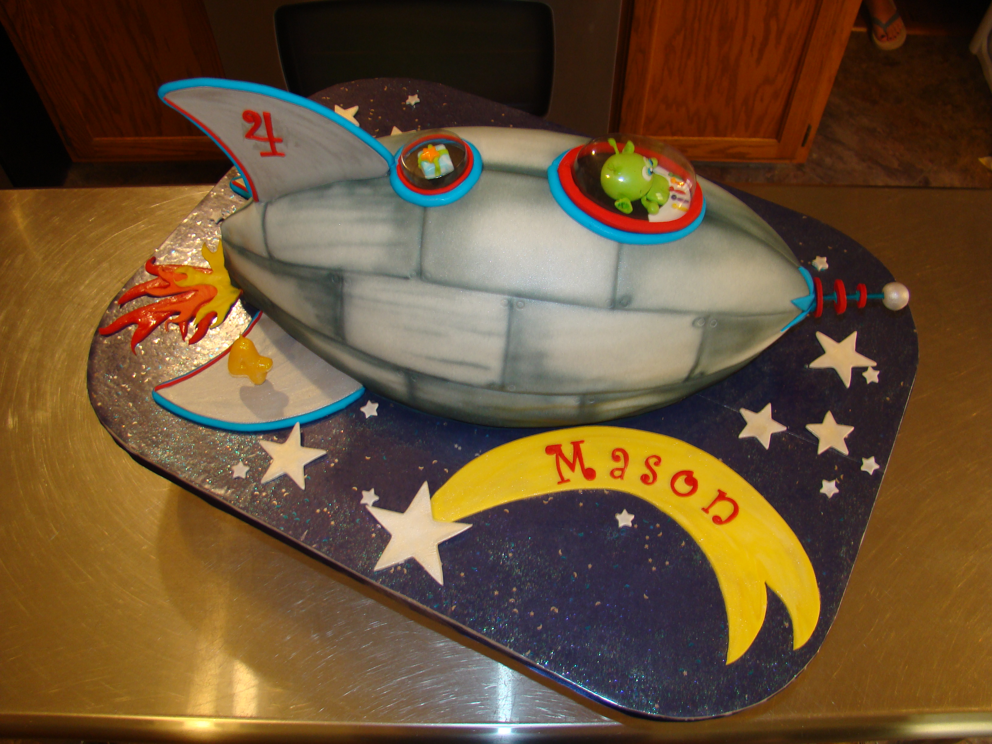 Rocket ship cakes decoration ideas little birthday cakes for Cake decorations outer space