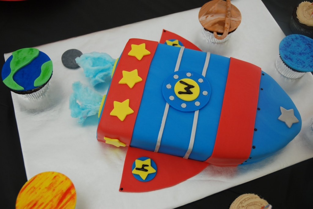 Rocket Ship Cake Design