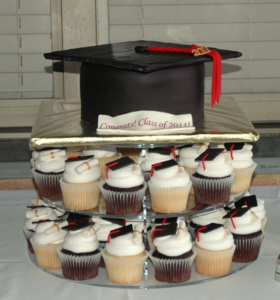 Graduation Cakes and Cupcakes