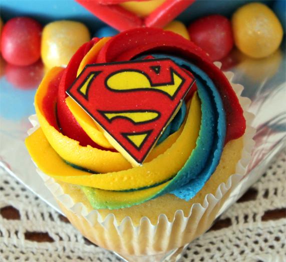 Superman Cup Cake