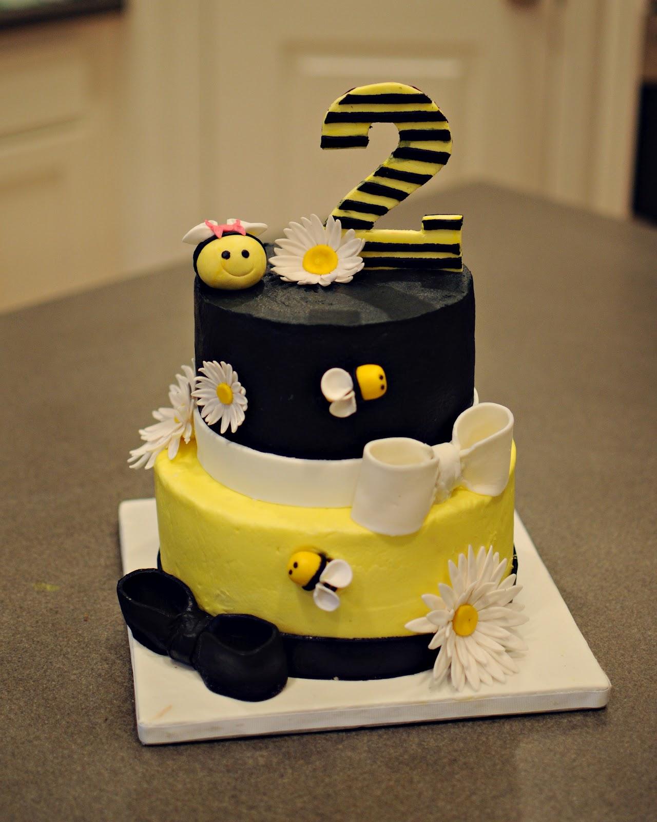 Enjoyable Bumble Bee Cakes Decoration Ideas Little Birthday Cakes Personalised Birthday Cards Vishlily Jamesorg