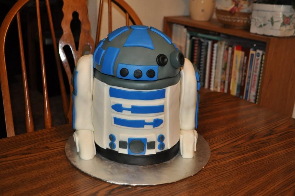 R2D2 Birthday Cakes