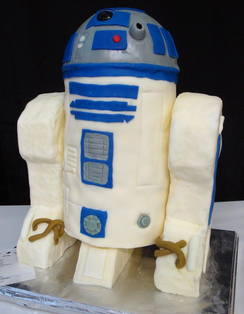 R2D2 Cake Decoration