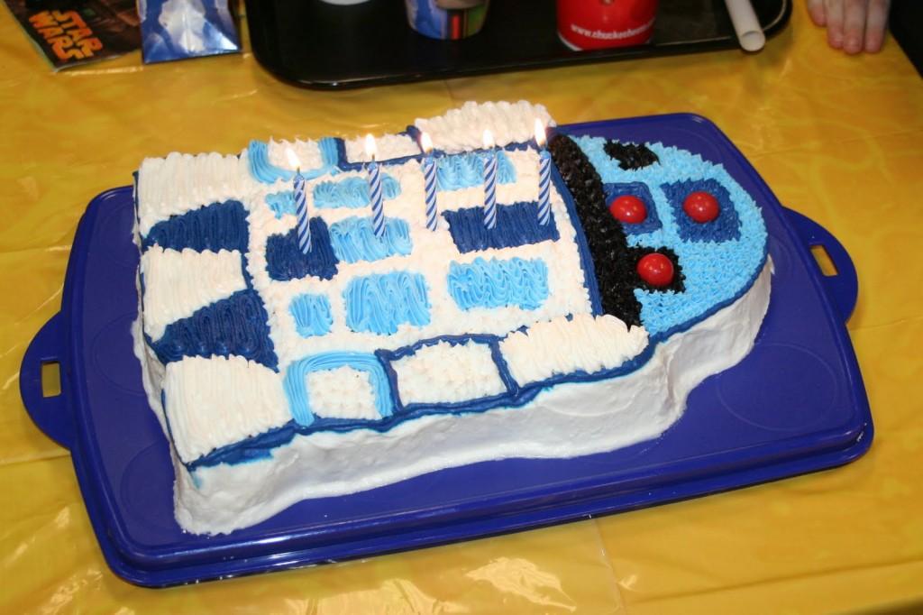 R2D2 Cakes Ideas