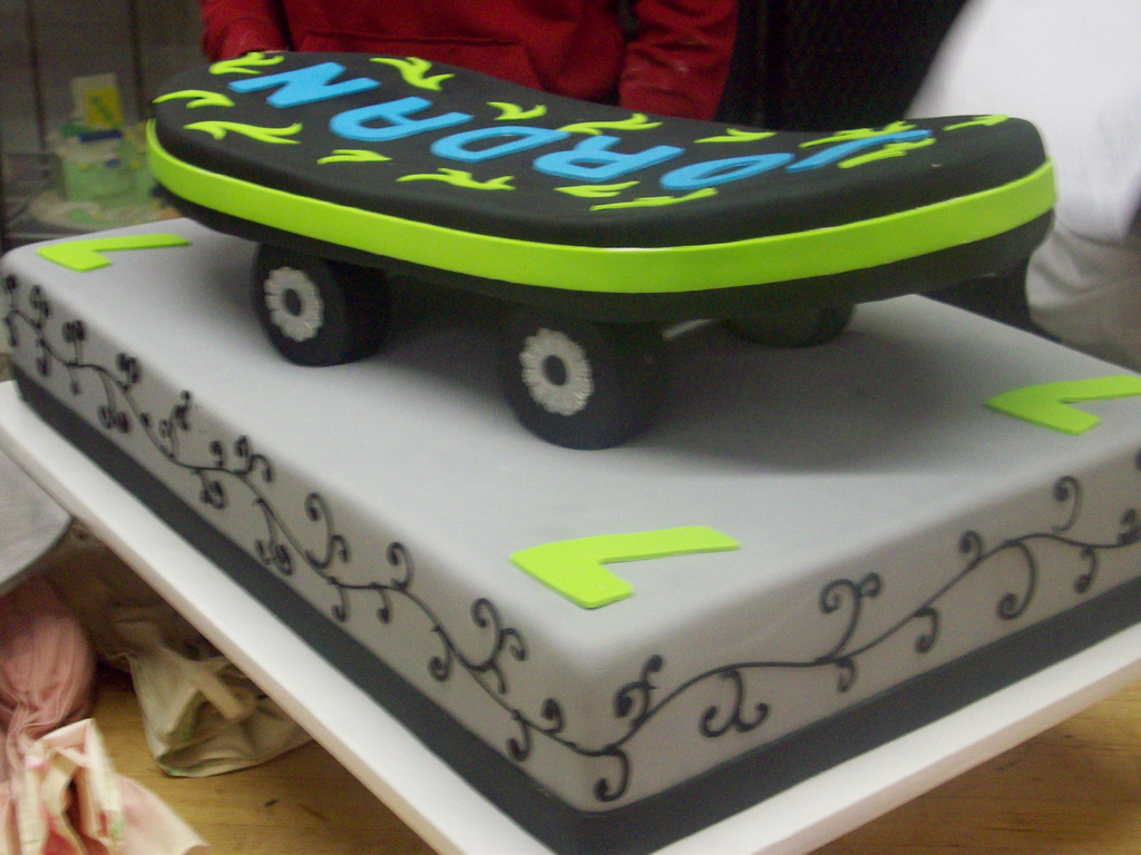 Surprising Skateboard Cakes Decoration Ideas Little Birthday Cakes Funny Birthday Cards Online Elaedamsfinfo