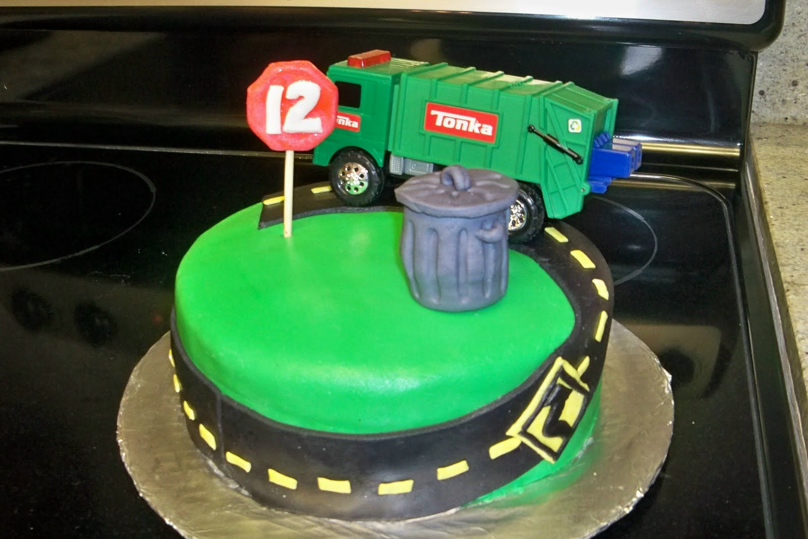 Magnificent Garbage Truck Cakes Decoration Ideas Little Birthday Cakes Personalised Birthday Cards Veneteletsinfo