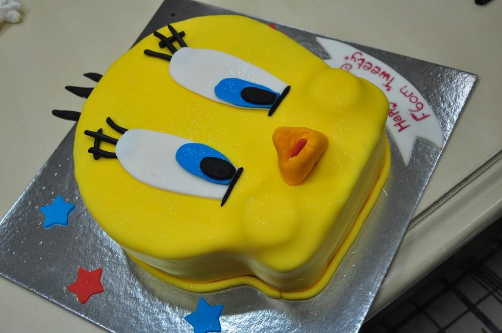 Tweety Bird Cakes